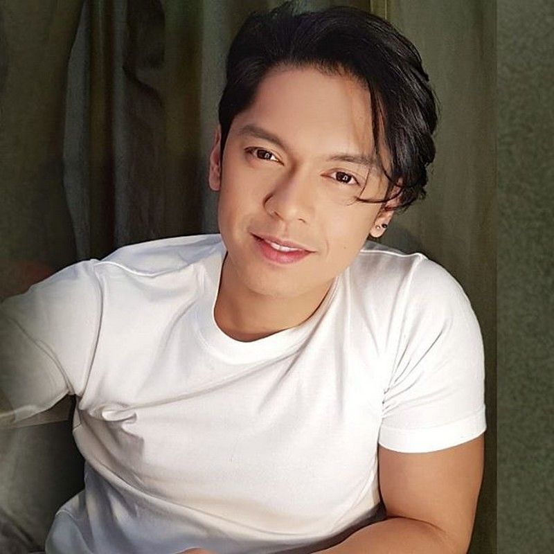 MAJOR THROWBACK! Then and now photos of Carlo Aquino that show age is just a number!